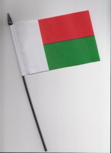 Drapeau Madagascar main 25 cm