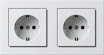 Preisvergleich Produktbild GIRA Serie E2 Komplett-Sets - reinweiß glänzend (2x Steckdose m. Kinderschutz, 1x Rahmen 2fach)