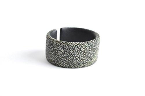 Armband 'Gigi' Rochenleder Armreifen Damen dunkel-grau Arm-Reif Armspange Armschmuck für Frauen