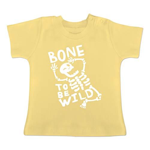 Anlässe Baby - Bone to me Wild Halloween Kostüm - 3-6 Monate - Hellgelb - BZ02 - Baby T-Shirt ()