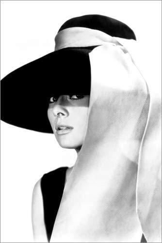 Posterlounge Holzbild 60 x 90 cm: Audrey Hepburn mit Hut von Celebrity Collection
