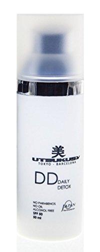 DD-Cream LSF 50 von Utsukusy. Sehr ergiebige, getönte Tagescreme vereint Make-up, Gesichtspflege (Hyaluron) u. Sonnenschutz (Lichtschutzfaktor 15). Farbton: CC-Cream hell, BB-Cream mittel, DD-Cream dunkel. Für trockene, fettige und empfindliche Haut geeignet.