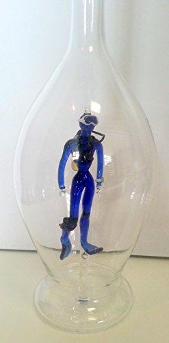 Bouteille avec les plongeurs de verre coloré à l'intérieur , bulbeuse carafe en verre clair verre soufflé, a remplir, hauteur environ 30 cm capacité 0,5 litres, concevoir Oberstdorf Glashütte