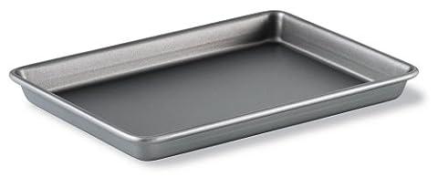 Calphalon Classic Bakeware 9-by-13-Inch Rectangular Nonstick Brownie