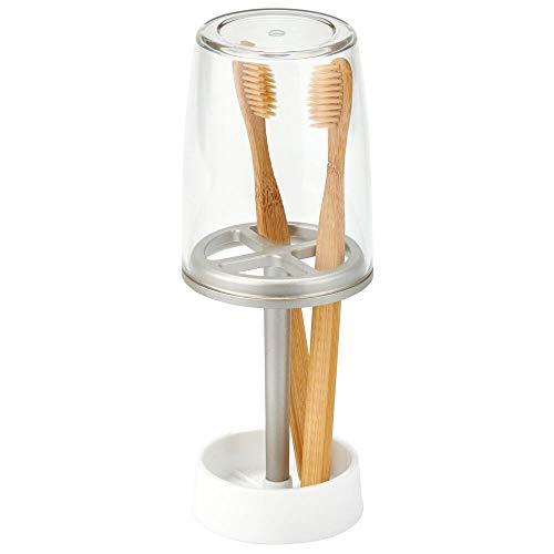 mDesign Zahnbürstenhalter mit Becher - hochwertiger Zahnputzbecher mit Deckel fürs Bad - Halterung für Zahnbürsten aus Kunststoff - weiß/mattsilberfarben/durchsichtig