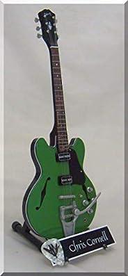 CHRIS CORNELL Miniatura Guitarra SOUNDGARDEN con Guitar Pick