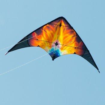 Lenkdrachen - KUNAI Solarwind - für leichten bis kräftigen Wind - Abmessung: 135x65cm - inkl. Steuerleinen mit Gurtschlaufen
