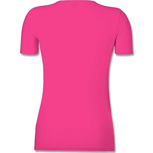 Shirtracer Typisch Frauen - So Sieht Die Beste Ehefrau der Welt Aus - Tailliertes T-Shirt mit V-Ausschnitt für Frauen Fuchsia