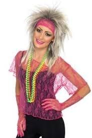 ILOVEFANCYDRESS 3 Teiliges ROCKLADY ZUBEHÖR=BEINHALTET=Netz Oberteil IN Einem Neon ROSA=Haarband und NETZHANDSCHUHE IN der Farbe des Oberteil (Lady Gaga Mann Kostüm)