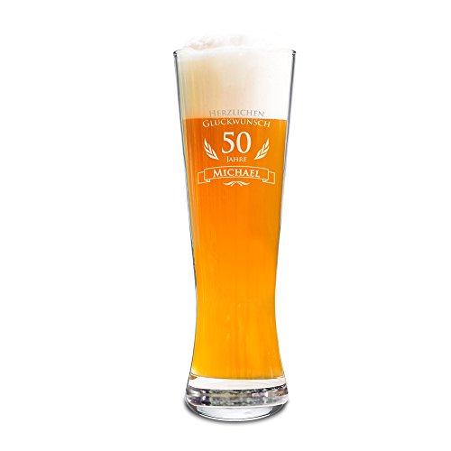 AMAVEL Weizenbierglas mit Gravur zum 50. Geburtstag - Personalisiert mit Namen - 0,5l Bierglas - individuelles Weizenglas als Geburtstagsgeschenk für Männer - Geburtstags-Geschenk-Idee