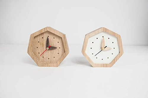 Kleine hölzerne Tisch Uhr - 2 Farben erhältlich weiß oder braun Farbe - Einzigartige Eichen Holz Uhr - Diamond Form Tisch Uhr - Weiße hölzerne Tisch Uhr - Exklusive Business-Geschenk mit Logo
