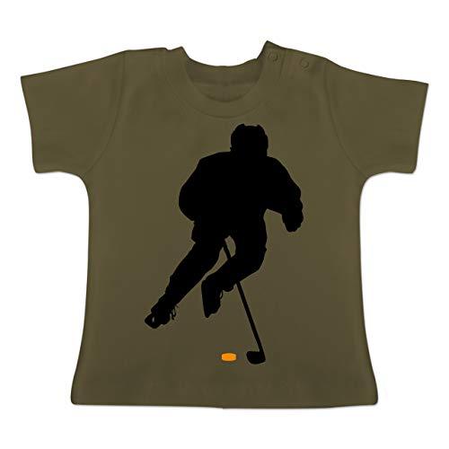 Sport Baby - Eishockey Spieler - 12-18 Monate - Olivgrün - BZ02 - Baby T-Shirt Kurzarm