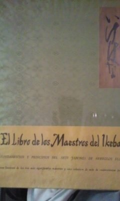 EL LIBRO DE LOS MAESTROS DEL IKEBANA. Fundamentos y principios del arte japones de arreglo florales (Madrid, 1970) Edición de lujo. Encuadernado en Seda