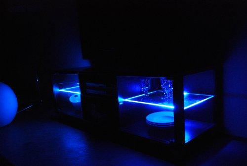 TV-BANK / Fernseh-Schrank / Sideboard in Escheoptik schwarz inkl. LED-Beleuchtung blau - B 140 cm