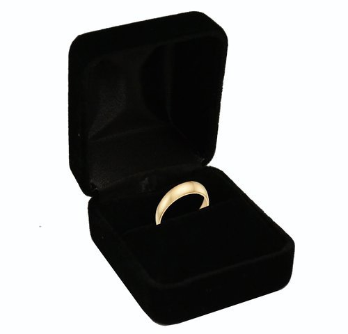 black-velvet-ring-box