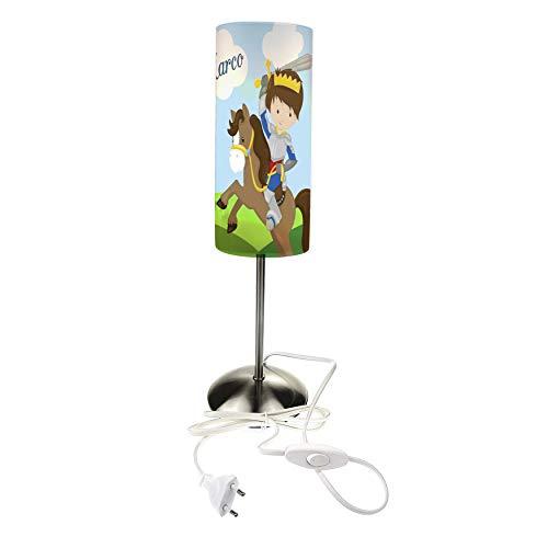 CreaDesign Tischlampe für Kinder personalisiert mit Namen, E14, Kinderlampe mit Schalter für Steckdose, Nachttischlampe eine ideale Dekoration fürs Kinderzimmer, Lampen Motiv Ritter