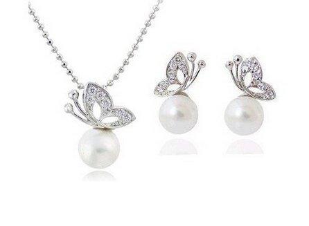 completo-set-collana-coppia-orecchini-farfalla-e-perla-bianca-moda-donna-idea-regalo