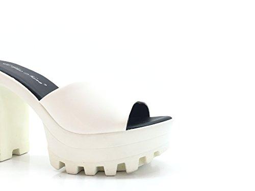 CHIC NANA . Chaussure Femme Mode Escarpins à plateforme, talon haut, semelle crantée. Existe en Noir, Rose, Blanc. Blanc