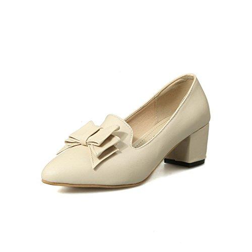 AllhqFashion Damen Weiches Material Spitz Schließen Zehe Mittler Absatz Pumps Schuhe Cremefarben