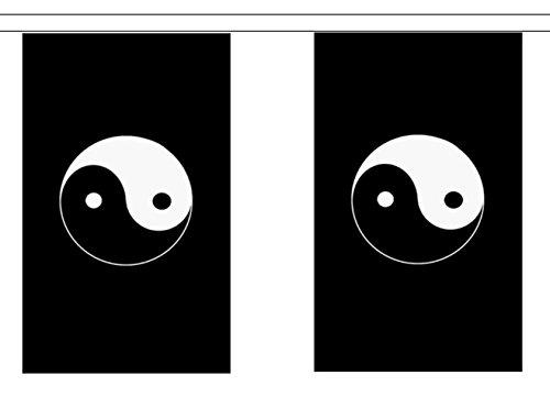 Guirlande de 30 Fanions traditionnels Taoïstes en polyester symbole Yin et Yang Noir 9 m