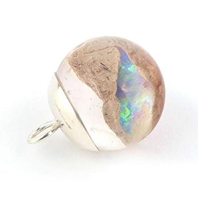 Pendentif en forme de boule de 18 mm de diamètre avec le minéral Opale immergé en résine époxy et un capuchon d'argent