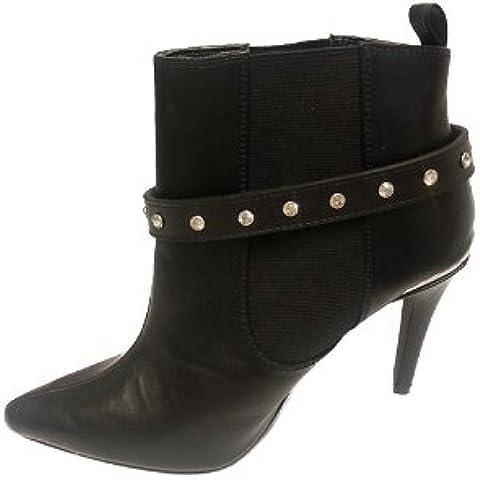 La Loria Mujer cadena de botas
