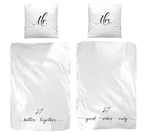 Partner-Bettwäsche Set Mr. & Mrs.· Better Together · 4 teilig in weiß · 2 x Kissenbezug 80x80 + 2 x Bettbezug 135x200 cm - 100% Baumwolle - Weiße Bettwäsche