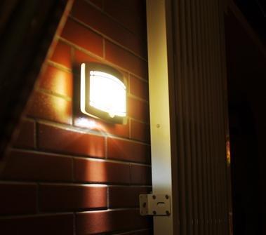 LingsFire® Wand Außenleuchte mit Bewegungsmelder Außenlampe Sensor Bewegungssensor Infrarot Hoflampe Gartenlampe Gartenleuchte , Wandstrahler, LED Wandleuchten ,kabelloses Nachtlicht, Sicherheitslicht für Türe, Flur, Wege, Terrassen, Gärten 1a Diode