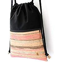 Rucksack aus Baumwolle in SCHWARZ mit einer Reißverschluss-Aussen-Tasche aus Kork-Leder in COLORED STRIPES.