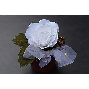 Rose aus Krepppapier in Glas