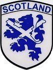 Schottische Königsflagge mit Andreaskreuz in Schild-Form als Fensteraufkleber für das Autoinnere