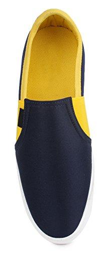 Portez des chaussures loafer partie de toile des hommes glissent sur les chaussures d'entraînement Bleu marine et jaune