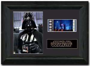 Superbe cadre Dark Vador de Star Wars contenant un morceau de pellicule 35 mm pour collectionneur