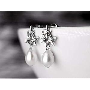 Elegante Perlen-Ohrringe, Hochzeit, Braut-Schmuck, matt-versilberte Blüten-Ohrstecker mit echter Süßwasser Tropfen-Perle, das perfekte Geschenk für Sie