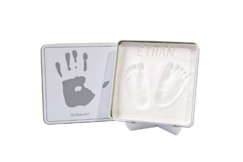 Imagen principal de Baby Art 34120055 - Caja de metal con material para huellas de mano o pie (cuadrada), color blanco y gris
