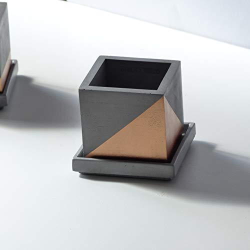 Moderner Grauer Und Kupferner Würfelbetontopf Mit Quadratischer Untertasse Und Kupferlackiertem Schrägstreifen (Große Saftige Terrarium)