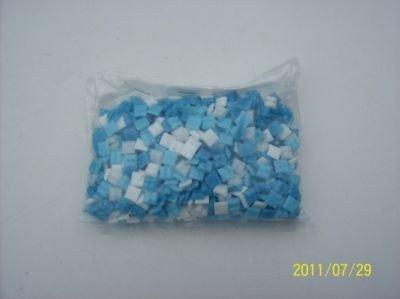 1kg Mini Mosaik Blau Weiß MIX c.a.1.600 Steine von Mosaikpalast24 bei TapetenShop