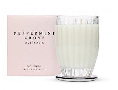 Medium Peppermint Grove Freesie und Beeren Kerze in Ornament Custom Glas