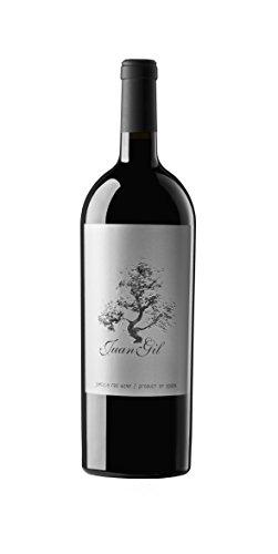 Fabuloso vino de Bodegas Juan Gil, elaborado con uva de variedad Monastrell, recolectadas de viejos viñedos de muy poca producción situados sobre terrenos calizos y pedregosos en superficie.