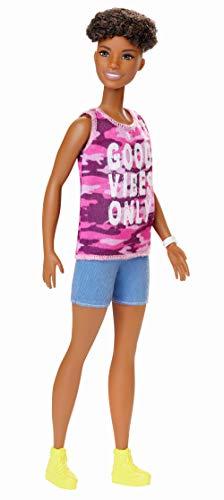 Barbie GHP98 - Fashionistas Puppe im pinken Camouflage Tanktop