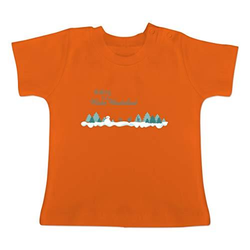 Weihnachten Baby - Walking in a Winter Wonderland Schnee - 1-3 Monate - Orange - BZ02 - Baby T-Shirt Kurzarm