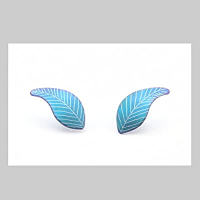 Boucles d'oreille mignonnes en titane. Aucun risque d'allergie! Création artisanale. Disponible en plusieurs couleurs.