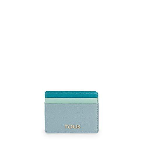 Tarjetero TOUS Essence de vinilo efecto saffiano en color azul combinado con turquesa. Cuatro departamentos para tarjetas y un departamento para varios. Medidas: 8x10x1 cm.