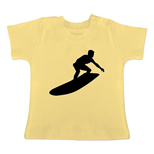 Sport Baby - Surfer Silhouette - 1-3 Monate - Hellgelb - BZ02 - Baby T-Shirt Kurzarm (Kerl Surfen)