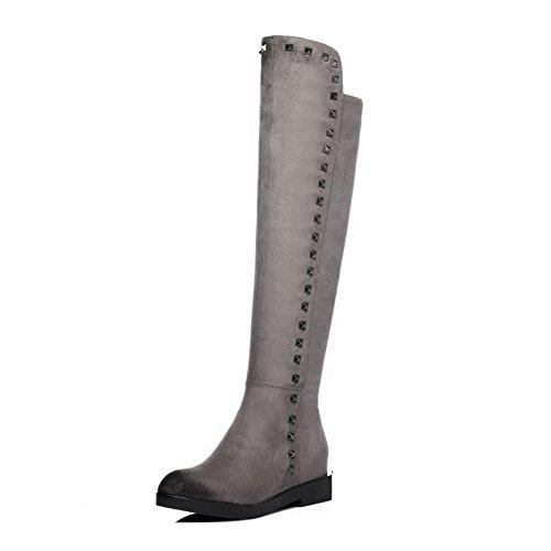 AllhqFashion Damen Rund Zehe Blend-Materialien Stiefel Grau-Nietbolzen