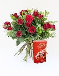 super-oferta-ramo-de-12-rosas-rojas-naturales-frescas-caja-de-bombones-lindt-200-gr-envio-urgente-24