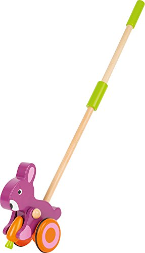 Schiebe-Hase mit Möhre - Ein Hase auf Rollen, in Lila? Mit diesem ganz besonderen Schiebetier aus robustem Holz macht das Laufen lernen richtig Spaß! Unentwegt knabbert der kleine Hase an einer Möhre, während er Laufanfänger mit auf spannende Entdeckungstouren nimmt. Die gummierten Räder garantieren leise Laufgeräusche