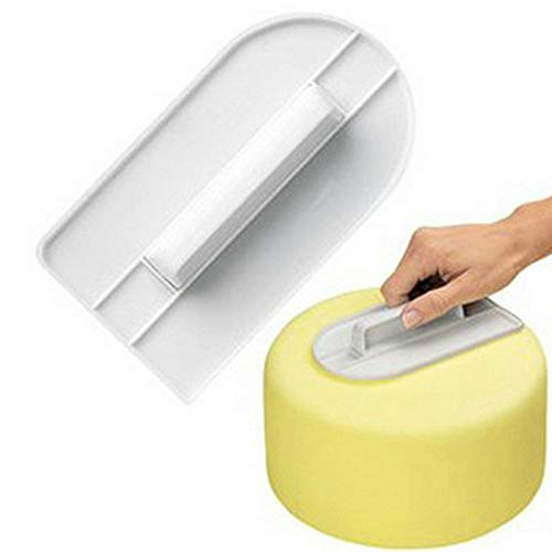 Características del producto: Material: plástico. Color: blanco. Tamaño: 17 x 8 cm. Advertencia: Debido a la medición manual, puede haber pequeñas desviaciones. El paquete incluye: 1 pulidor para decoración de pasteles.