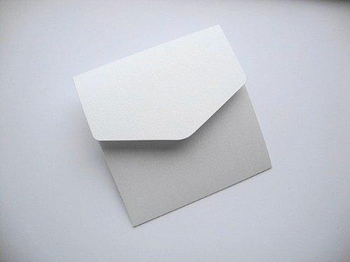 5x Small Square 122x 125MM bianco perlato con tocco di argento (argento ghiaccio) Book fold per inviti di Cranberry Card Company