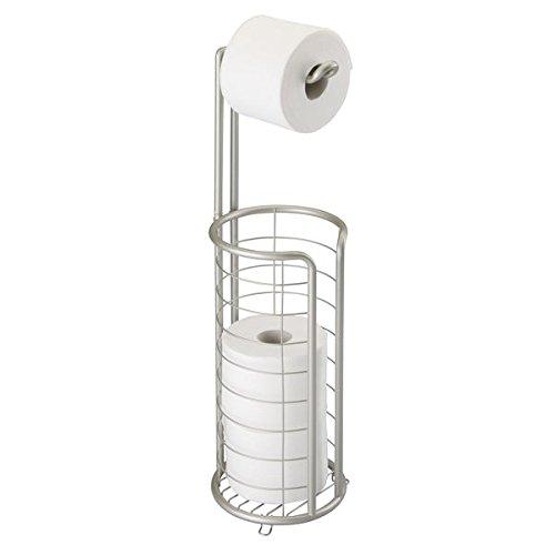 mDesign Portarrollos de papel higiénico de metal satinado – Elegante dispensador de papel higiénico inoxidable – Porta rollos de pie con capacidad para 4 rollos de papel higiénico – plateado mate